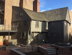 paul revere house and courtyard